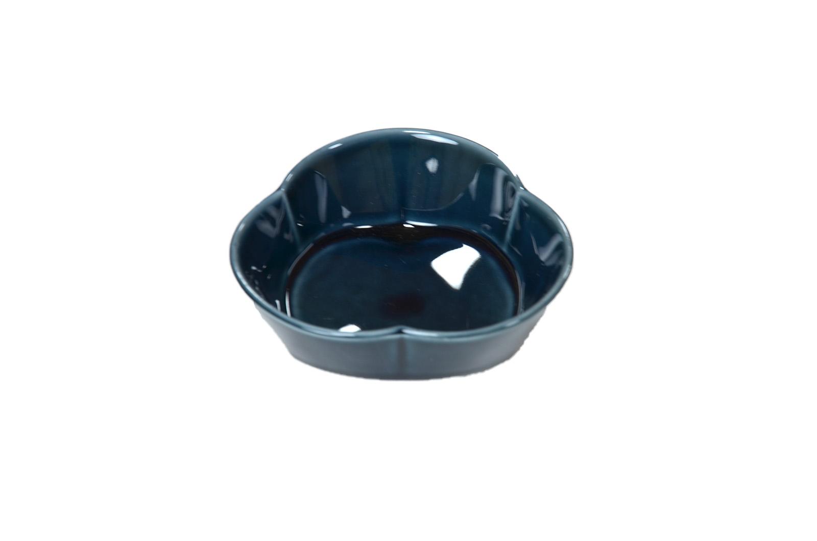 三つ足小鉢中